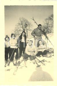 1942 FRABOSA SOPRANA (CN) Turisti a riposo sulle piste da sci *Foto 8 x 6 cm