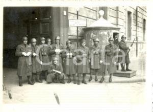 1940 WW2 SALERNO Militari Artiglieria Pesante Campale in posa con sentinella