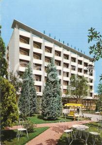 1970 ca ABANO TERME Letture sul dondolo all'Hotel BRISTOL BUJA *Cartolina FG NV