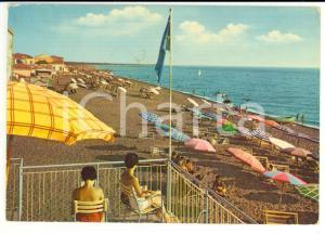 1976 CECINA MARE (LI) Bagnanti in spiaggia *Cartolina VINTAGE FG VG