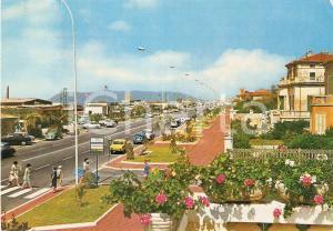 1971 MARINA DI MASSA Bagnanti con materassino raggiungono spiaggia *Cartolina FG