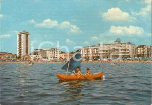 1965 JESOLO LIDO (VE) Bambini in barca a vele e Hotel Grifone *Cartolina FG VG