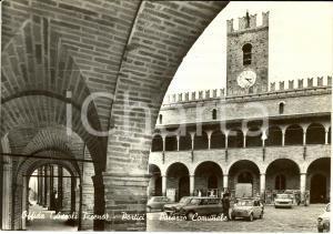 1971 OFFIDA (AP) Palazzo comunale visto dai portici  * Cartolina ANIMATA FG VG