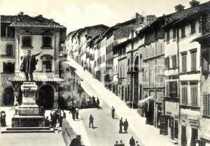 1956 ANGHIARI (AR) Corso MATTEOTTI con passanti e monumento a GARIBALDI *FG VG