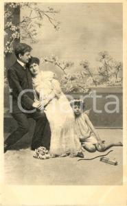 1900 ca Coppia di INNAMORATI con EROS addormentato *Cartolina VINTAGE FP NV