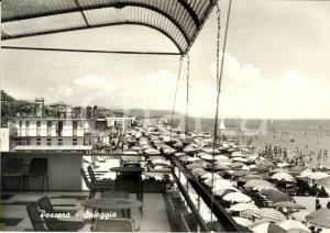 1960 ca PESCARA Veduta della spiaggia con bagnanti *Cartolina ANIMATA FG NV