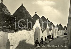 1950 ca ALBEROBELLO (BA) Trulli e passanti in Via MONTE SAN MICHELE *FG NV