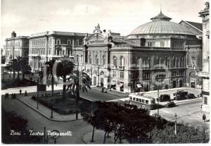 1954 BARI Scorcio del Teatro PETRUZZELLI Filobus *Cartolina ANIMATA FG VG