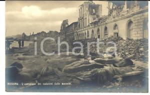 1915 ca MESSINA Estrazione dei cadaveri dopo terremoto 1908 Cartolina FP NV