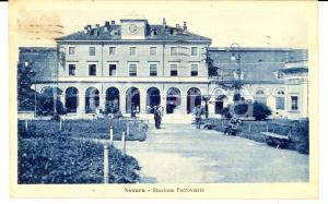1923 NOVARA Piazzale della stazione ferroviaria ANIMATA *Cartolina FP VG