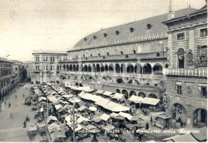 1960 ca PADOVA Piazza Erbe e Palazzo della Ragione *Cartolina animata FG VG