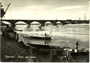 1953 VIGEVANO (PV) Il ponte sul TICINO con bagnanti * Cartolina ANIMATA FG VG