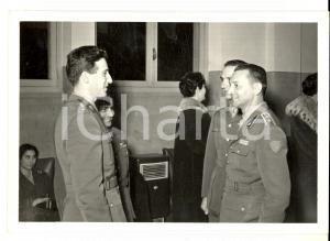 1959 BERGAMO Brigata TRASMISSIONI Ufficiali si scambiano gli auguri natalizi