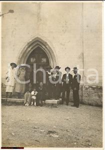 1921 SELVA GARDENA BZ Famiglia davanti alla chiesa Foto