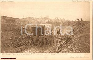 1916 DAILY MAIL BATTLE PICTURES Soldati aiutano ambulanza
