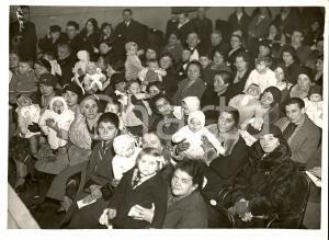 1933 MILANO Premio madri meritevoli al Teatro MANZONI *Fotografia