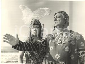 1961 GLI INCENSURATI Vittorio DE SICA e Marisa MERLINI *Fotografia