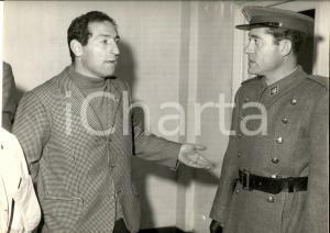 1960 ca CALCIO Francisco GENTO con ufficiale della polizia *Foto 30x22 cm