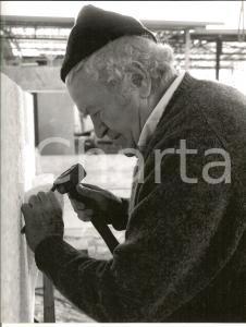 1980 ca MASSA CARRARA Scultore Pietro CASCELLA al lavoro *Foto 21x28 cm