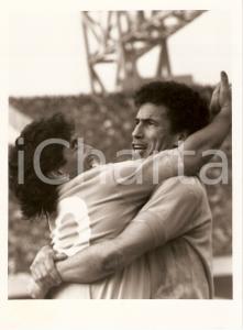 1987 NAPOLI - JUVENTUS Diego MARADONA e Antonio CARECA esultano abbracciati