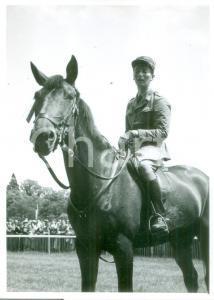 1955 ca SVIZZERA EQUITAZIONE Fantino in sella al suo cavallo *Cartolina FG NV