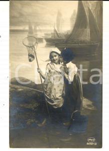 1920 ca BAMBINI Piccola pescatrice con l'innamorato *Cartolina VINTAGE FP NV
