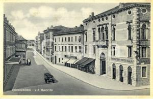 1940 ca PORDENONE Veduta di via MAZZINI con Banca Cattolica Veneto *Cartolina FP