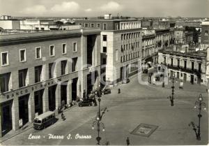1955 LECCE Piazza SANT'ORONZO con filiale Banco di ROMA *Cartolina ANIMATA FG VG