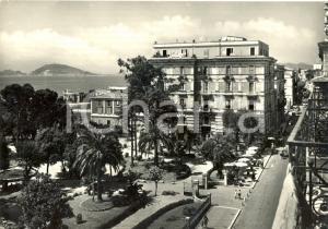 1952 FORMIA (LT) Passanti e calesse in Via VITRUVIO *Cartolina FG VG