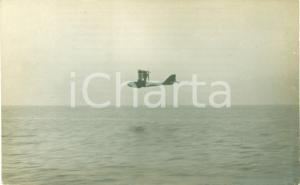 1918 AUSTRIA WW1 Idrovolante in volo sul mare *Cartolina FP NV