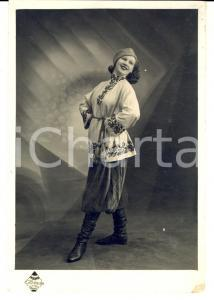 1940 ca MARSEILLE (France) Una soubrette in costume etnico *Foto BOLOGNESI 12x17