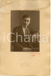 1919 TORINO Ritratto di giovane uomo con cravatta a righe *Foto GIANOLIO