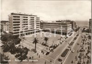 1961 PESCARA Piazza della Rinascita ANIMATA *Cartolina FG VG