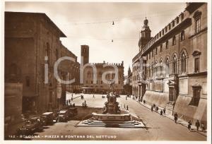1955 ca BOLOGNA Piazza e Fontana del Nettuno ANIMATA *Cartolina FG NV