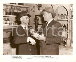 1949 FLAMING FURY Roy ROBERTS arresta fabbricante di liquore *Foto di scena