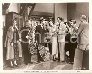 1949 TELL IT TO THE JUDGE Robert CUMMINGS minaccia con ciaspole Gig YOUNG *Foto