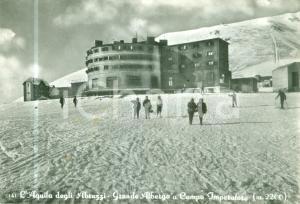 1961 L'AQUILA Sciatori al Grande Albergo a CAMPO IMPERATORE *Cartolina FG VG
