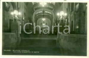 1935 ca MILANO STAZIONE CENTRALE Galleria d'aspetto di notte *Cartolina FP NV