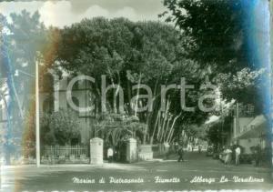 1960 MARINA DI PIETRASANTA (LU) Albergo La Versiliana a FIUMETTO Cartolina FG VG