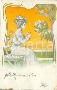 1902 INNAMORATI Giovane ragazza  intreccia fiori *Cartolina FP VG