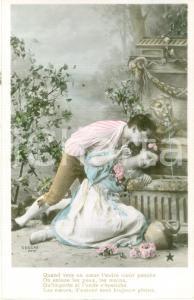 1930 ca INNAMORATI Due amanti vicino a un monumento *Cartolina FP NV