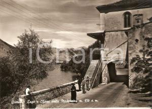 1959 SCANNO (AQ) Turisti alla Chiesa della Madonnina guardano lago *Cartolina FG