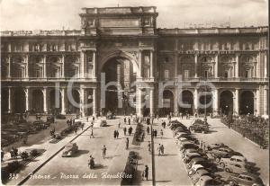 1952 FIRENZE Piazza della Repubblica e Pensione PENDINI *Cartolina FG VG