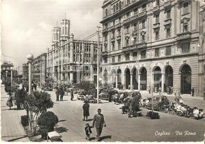 1961 CAGLIARI Vespe e passanti in Via Roma *Cartolina FG VG