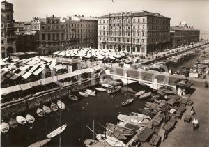 1965 ca TRIESTE Mercato del Ponterosso sul Canale *Cartolina FG VG