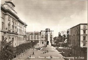 1957 TARANTO Piazza della Vittoria e Monumento ai Caduti *Cartolina FG VG