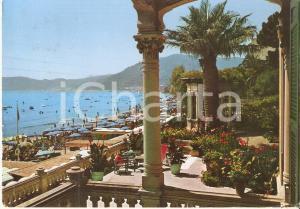 1968 ALASSIO (SV) Spiaggia animata e festosa vista dal terrazzo *Cartolina FG VG