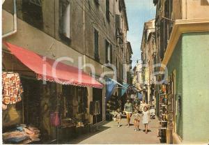 1971 ALASSIO (SV) Famiglia percorre via XX Settembre *Cartolina FG VG