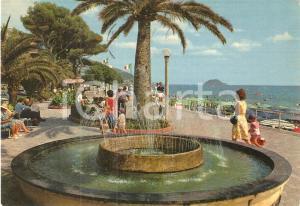 1971 ALASSIO (SV) Mamme e bambini alla fontana del lungomare *Cartolina FG VG