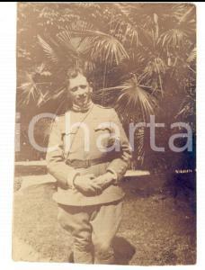 1915 ca WW1 ZONA DI GUERRA Ufficiale di fanteria in un giardino *Foto 8x11 cm